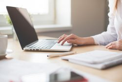 Dlaczego w branży IT tak popularna jest współpraca B2B